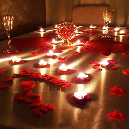 Romantik akşam yemeği masası hazırlama kalpli