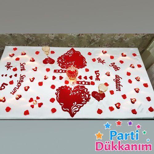 Kalp şekilli doğum günü masa süslemeleri