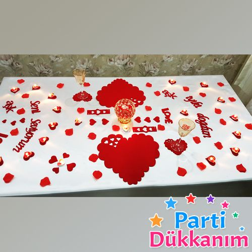 Kalp Şekilli Romantik Masa Hazırlama Seti
