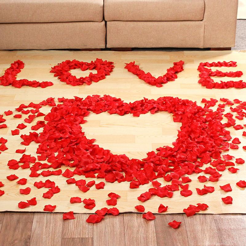 sevgiliye süsleme fikirleri gül yaprakları
