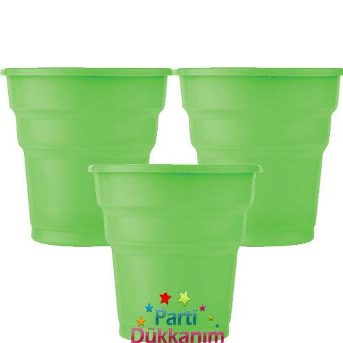 Yeşil plastik bardak